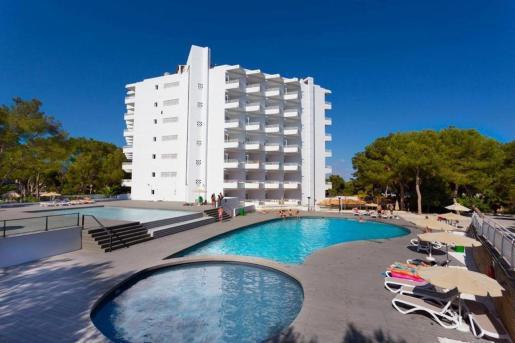 El interés de los fondos de inversión por la oferta de alojamiento turístico balear en el segmento del sol y playa sigue al alza. En los últimos cinco años se han formalizado operaciones de compra de 80 hoteles por un valor de 2.000 millones de euros, entre ellos el complejo Calvià Dreams por el fondo Blackstone.