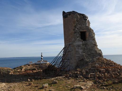A pesar de estar declarada Bien de Interés Cultural (BIC) la fortificación ubicada en el municipio de Calvià sigue apuntalda sin que se muestre un interés real para su preservación, según los expertos.