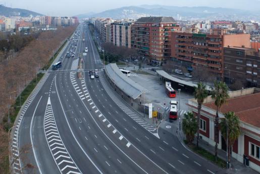 Vista de la Avenida Meridiana de la ciudad de Barcelona donde este jueves 2 de enero, primer día laborable del año, se ha puesto en marcha la Zona de Bajas Emisiones (ZBE).
