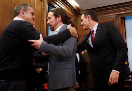 El candidato a la investidura, Pedro Sánchez y el líder de Podemos, Pablo Iglesias.