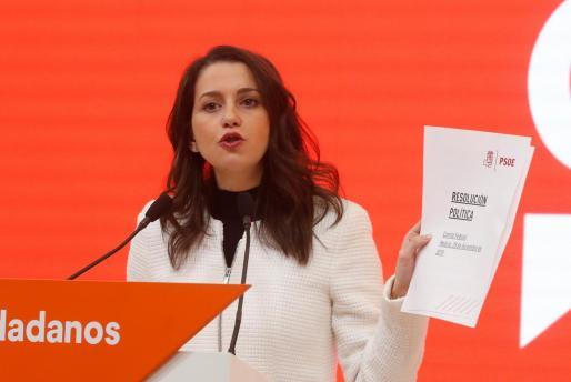 La presidenta y portavoz del grupo parlamentario de Cs en el Congreso, Inés Arrimadas, durante la rueda de prensa posterior a la reunión de la Comisión Gestora de Ciudadanos con la dirección del grupo parlamentario en el Congreso de los Diputados.