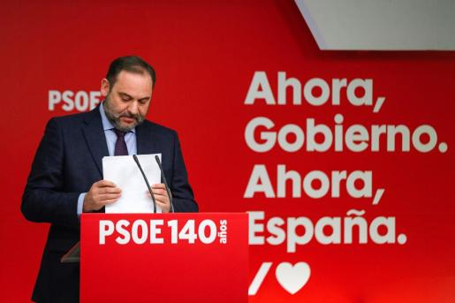 El secretario de Organización del PSOE, José Luis Ábalos, da una rueda de prensa al término de la reunión de la Comisión Ejecutiva del partido, este viernes, en Madrid.