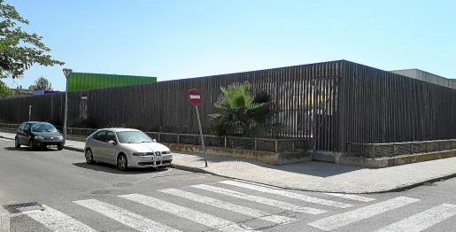 La escuela municipal Toninaina está situada junto al colegio público Ponent, al que desde hace tres años ya asisten a clase los alumnos matriculados en el nuevo colegio público de Inca, que aún no dispone de instalaciones propias. Tres años después de la creación del centro, la construcción no ha empezado.