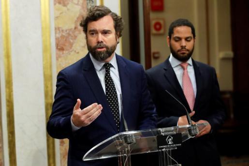 El diputado de Vox Iván Espinosa de los Monteros, durante su comparecencia ante los medios para valorar el discurso de Pedro Sánchez.