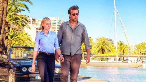 Julian Looman y Elen Rhys protagonizan 'The Mallorca Files'.