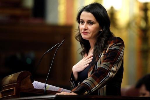 La líder de Ciudadanos, Inés Arrimadas, durante su intervención ante el pleno del Congreso de los Diputados en la primera jornada de la sesión de investidura de Pedro Sánchez como presidente del Gobierno.