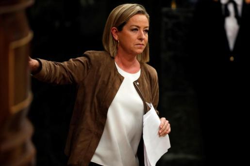 La diputada de Coalición Canaria, Ana Oramas, tras su intervención ante el pleno del Congreso de los Diputados en la primera jornada de la sesión de investidura de Pedro Sánchez como presidente del Gobierno.