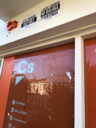 Ciudadanos ha compartido en Twitter imágenes que muestran como ha quedado la sede tras el ataque.