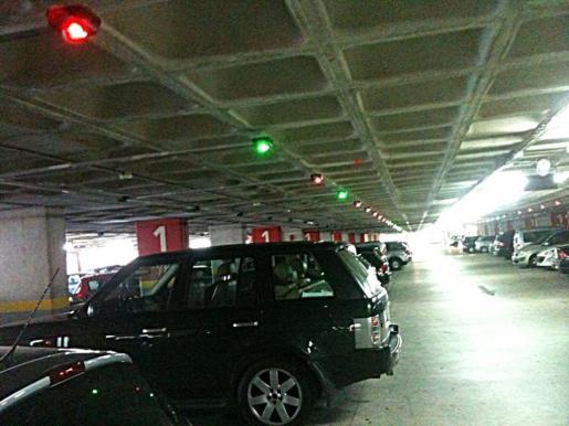 El acusado dejó varios de los vehículos robados abandonados en el aparcamiento del aeropuerto.