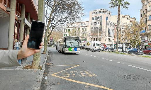 El pago del autobús mediante el móvil supondrá una facilidad más para los usuarios.