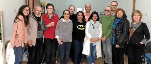 Los participantes de uno de los últimos talleres de Cáritas Mallorca en 2019 con su formadora, a la derecha de la imagen, Margalida Maria Riutort.