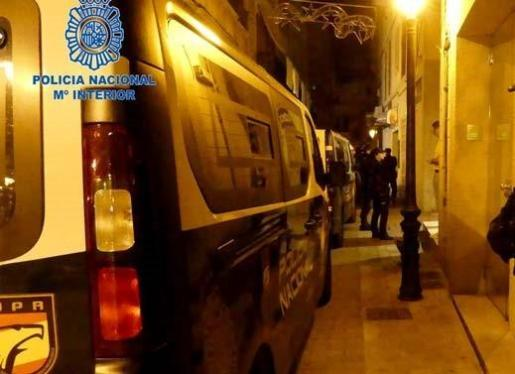 La Policía Nacional procedió a la detención del agresor en el Paseo Marítimo.