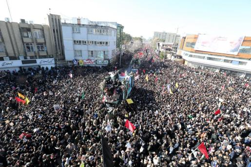 Imagen de la multitud en el funeral de Soleimani.