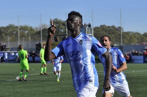 Nuha Marong celebra un gol en su etapa en el Atlético Baleares en Son Malferit.