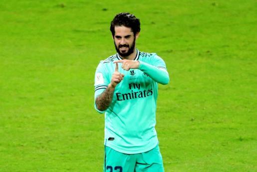 El centrocampista del Real Madrid Isco Alarcón celebra su gol, segundo del equipo ante el Valencia CF, durante el partido correspondiente a la primera semifinal de la Supercopa de España que se disputa este miércoles en el estadio Rey Abdullah de la ciudad saudí de Yeda.