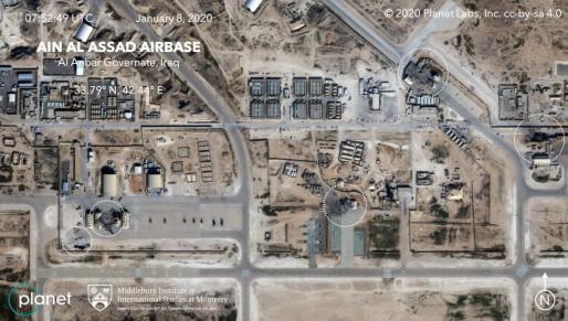 Imágenes por satélites muestran daños significativos en edificios de la base aérea Al Asad, en Irak, que alberga a tropas estadounidenses y que fue atacada anoche por Irán, en lo que analistas apuntan que podrían ser hangares y lugares donde se guardaba equipamiento.