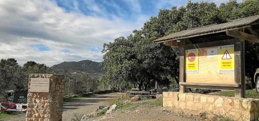 El Ajuntament de Lloseta ha instalado carteles en el acceso a la zona recreativa prohibiendo hacer fuego.