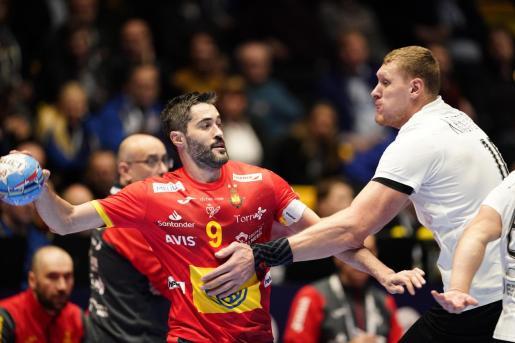 Raul Entrerrios Rodriguez y Dainis Kristopans durante el partido disputado en Trondheim.