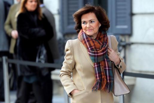 La vicepresidenta del Gobierno, Carmen Calvo, a su llegada a la tercera jornada del debate de investidura de Pedro Sánchez como presidente del Gobierno.