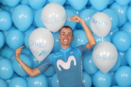 Enric Mas, con el nuevo maillot del Movistar Team.