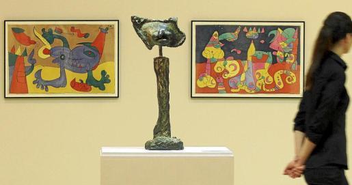 'Le Chien d'Ubu' y 'El abanderado', de 1977, 'ninots' creados por Miró para la obra teatral 'Mori el Merma'.