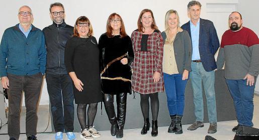 Damià Pons, Biel Huguet, Bel Busquets, Maria del Mar Bonet, Francina Armengol, Neus Albis, Miguel Roca y el editor, Pau Vadell.