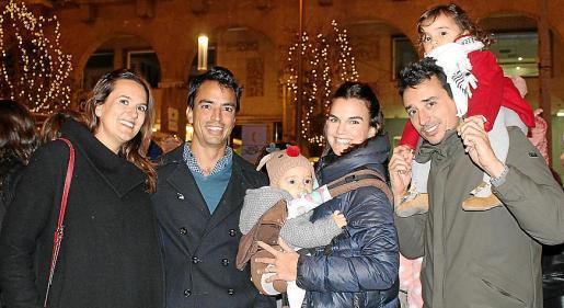 Mar Amengual, Jaume Mas, Aina Deyá con Albert, Albert Mas y Mariona.