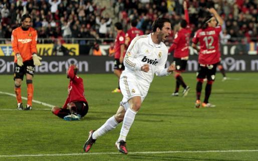 Gonzalo Higuaín celebra su gol en el Iberostar Estadio esta temporada.