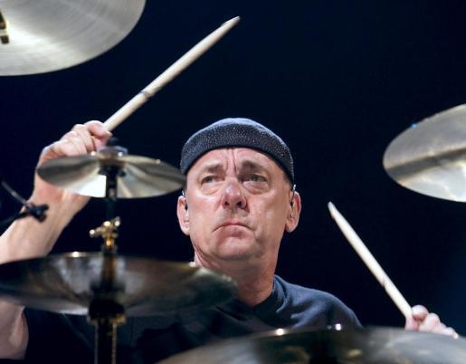 Neil Peart, durante un concierto celebrado en julio de 2004 en el MGM Grand Garden Arena de Las Vegas.