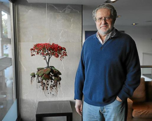 Miguel Bauzá posa en un hotel de Palma durante su estancia en Mallorca para visitar a sus familiares.