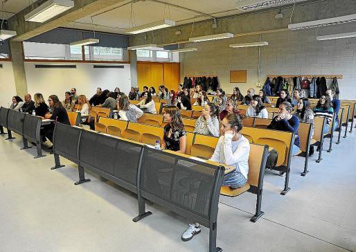 Imagen de archivo de un examen de oposición del Servei de Salut en la UIB.