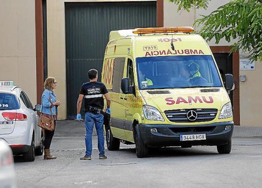 Imagen de archivo de una ambulancia a las puertas de Es Pinaret.