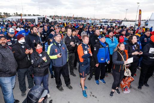 Imagen del 'briefing' en el que se informó de la cancelación de la octava etapa del Dakar.