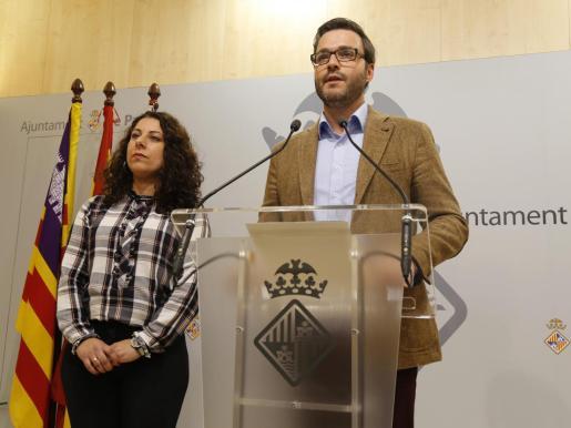 Angélica Pastor y José Hila en el Ajuntament de Palma.