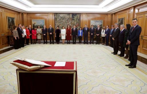 Los ministros del nuevo Gobierno con el presidente Pedro Sánchez.