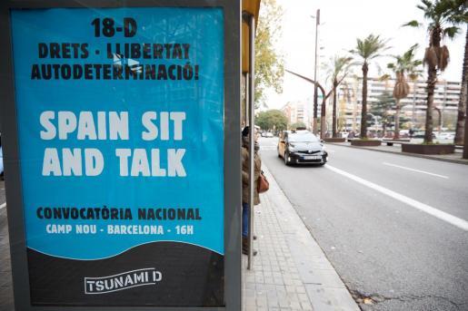 La publicidad de Tsunami Democràtic apareció en marquesinas de autobús y soportes publicitarios municipales sin estar contratada en las jornadas previas al Clásico.