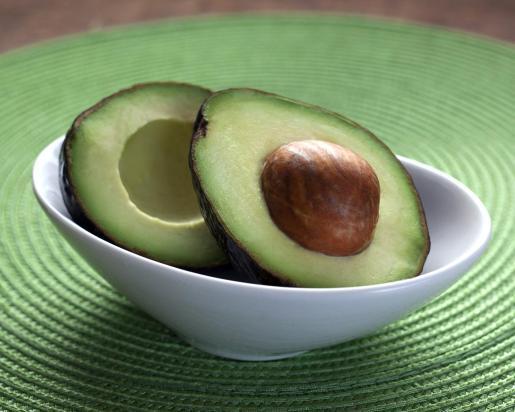 El aguacate es el principal ingrediente del guacamole.