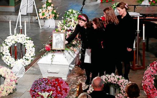 Momento del funeral de Ari Behn.