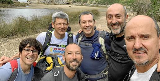 Vallbona, tercero por la derecha, con el grupo con el que realizó la travesía 100 al Torrent de Pareis el 21 de diciembre.
