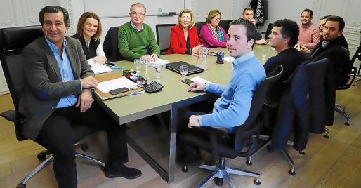 Gabriel Company presidió la reunión que celebró la dirección de los 'populares'.