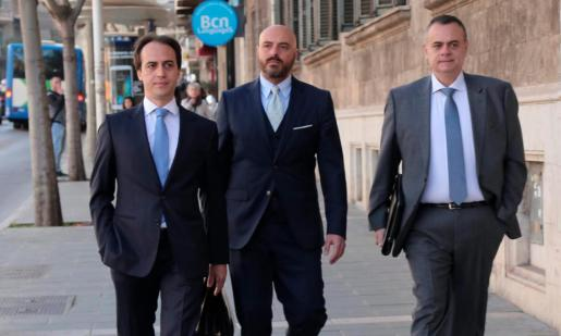 Álvaro Gijón a su llegada a los juzgados de Via Alemania, donde prestó declaración en el 'caso ORA'.