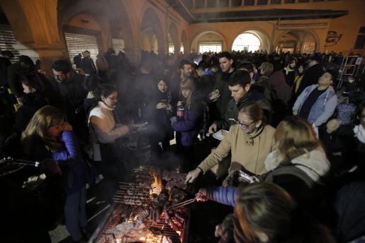Muchas barriadas de Palma organizan torradas estos días.