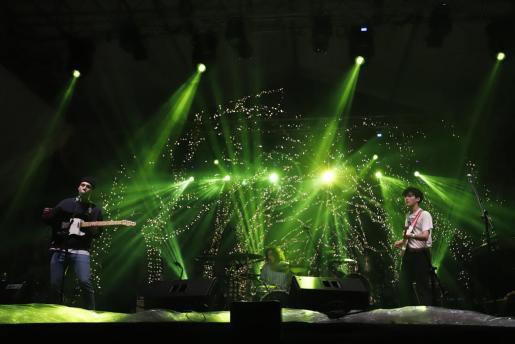 Imagen del concierto en la plaza Joan Carles I durante la pasada Revetla de Sant Sebastià.