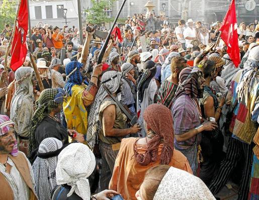 Unas 1.500 personas participaron en las batallas escenificadas.