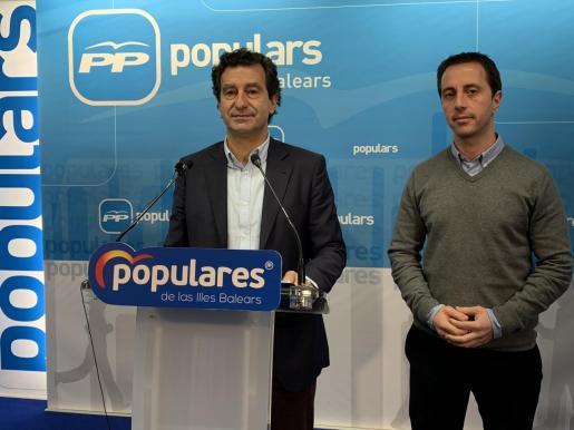 Biel Company y Llorenç Galmés en rueda de prensa.