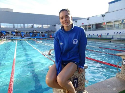 La nadadora 'inquera' Catalina Corró (CN Sabadell) en la piscina de Terrassa.