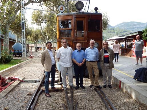 La petición la hizo en octubre el presidente del tren, Oscar Mayol (izquierda), en una visita de los directivos de la entidad.