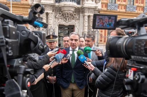 El consejero andaluz de la Presidencia, Elías Bendodo, ha defendido este viernes la aplicación del pin parental, que ha calificado como el «derecho a decidir» de los padres sobre la educación de sus hijos.