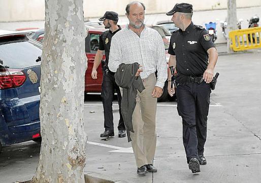Miguel Femenía, tras ser detenido.
