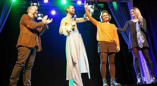 Xavier Uriz, Josep Orfila, Mar Pla y Laura Gost, ayer, en el escenario del Mar i Terra tras conocer el fallo.